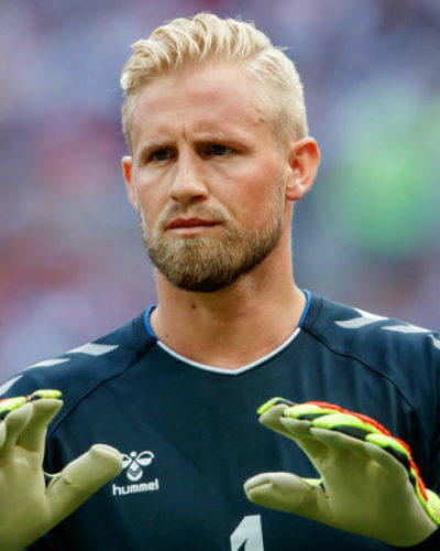 Chelsea turns attention to Schmeichel