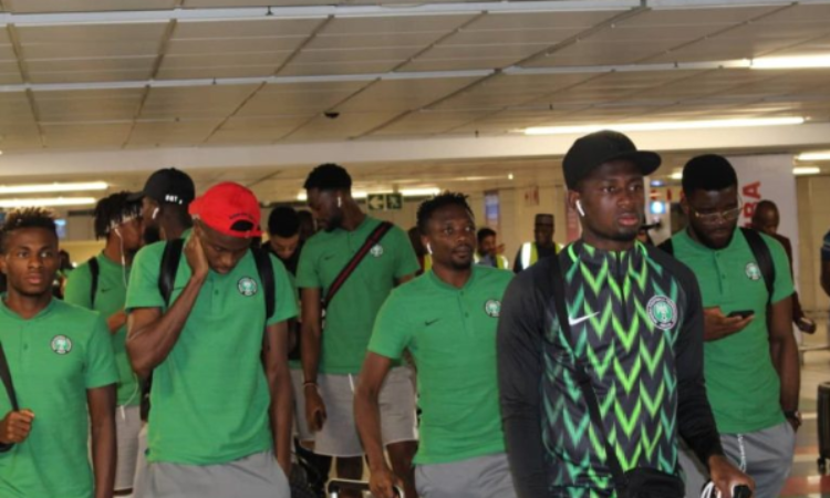 Top Nigeria Football News: Super Eagles Stars Throw Naira Notes On Fans After Friendly Vs Uganda